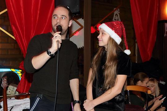 Do svého koncertního programu ji pozval zpěvák Petr Kutheil.