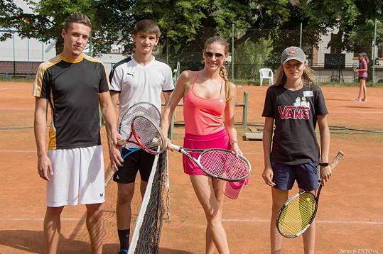 Sportovní vyžití probíhalo za účasti profesionálních tenisových trenérů z Plzně.