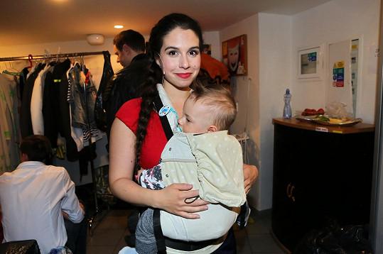 Malý Mikuláš to s maminkou v divadle zvládal bezvadně.