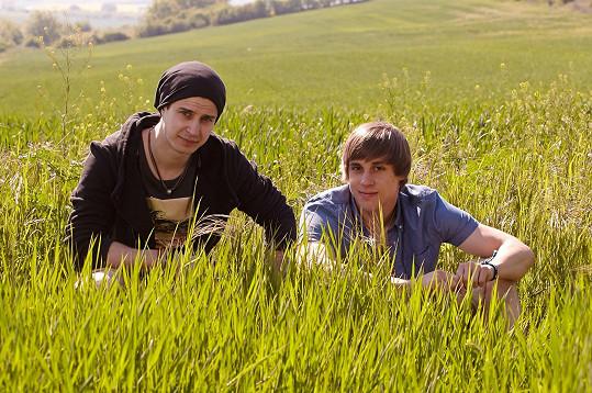 Tomáš Materna (vpravo) s Janem Brožkem v seriálu Vinaři
