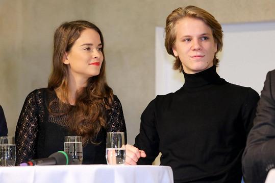 V hlavních rolích nové vánoční pohádky se představí Zdeněk Piškula a slovenská herečka Kristína Svarinská.