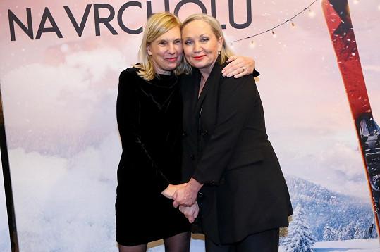 Režisérka Lenka Kny (vlevo) s Bárou Basikovou