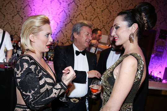 Sisa s manželem Jurajem a Miluškou Bittnerovou na plese v Rudolfinu