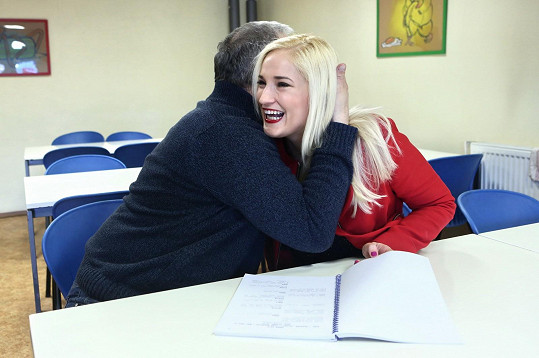 Objal ji pro štěstí.