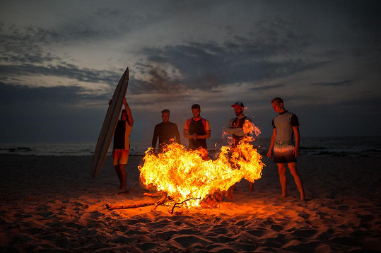 Během natáčení kluci založili i oheň.