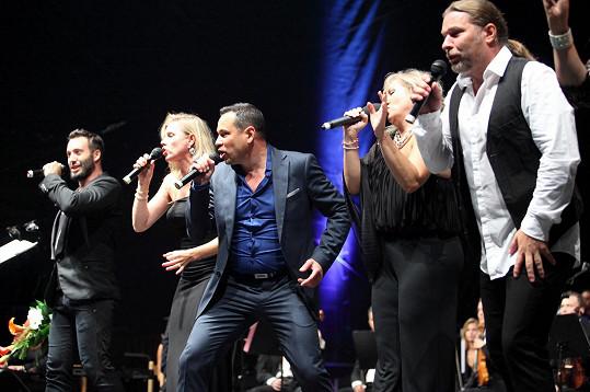 Basiková s kolegy na koncertě, který pořádal Janis Sidovský.