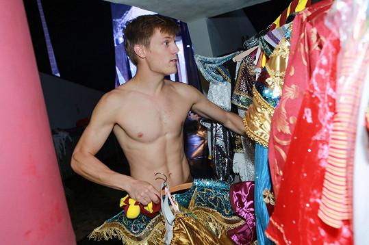 Tomáš Verner má kvůli sportu výbornou postavu.