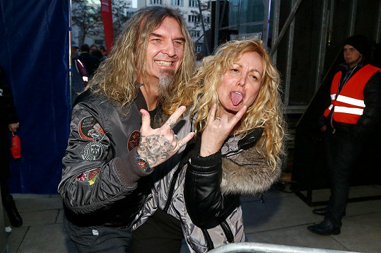 Došlo i na rockerská gesta....