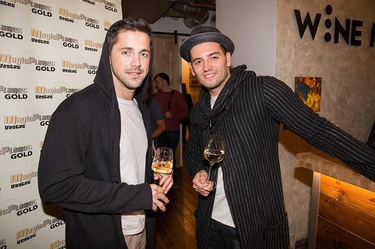 Fanynky mohou Petra vídat na koncertech skupiny Botox, kterou založil s kolegou a kamarádem Janem Kopečným.