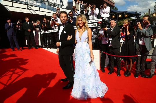 Jaromír Jágr a Veronika Kopřivová v šatech ze salonu Poner. Skvěle ladila i kabelka Lusha a diamantové šperky.