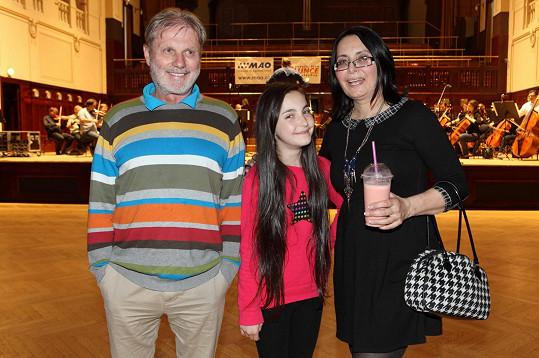 Ester Mertová s oběma rodiči