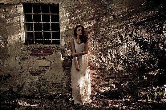 Tereza na uměleckých fotkách zobrazujících něžné pojetí ženské krásy a těla.