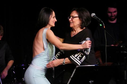 Na benefičním koncertě zpěvačka děkovala Martě Kubišové.