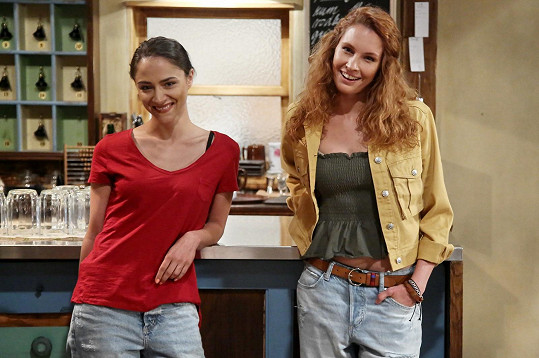 Hlavní hvězda seriálu Slunečná Eva Burešová (vlevo) už možná není sama.