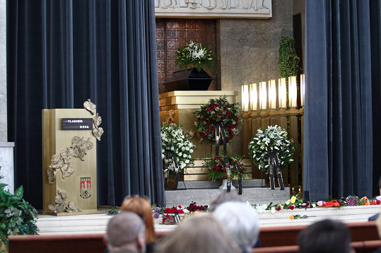 Pohřeb se konal ve Velké obřadní síni v strašnickém krematoriu v Praze.