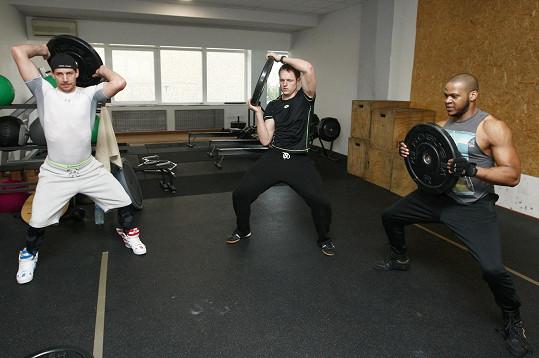 Do těla od trenéra dostávají i Peter O. Pecha a Jan Kříž.
