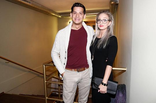 Na otvíračku obnoveného klubu vyrazil Martin s přítelkyní Karolínou.