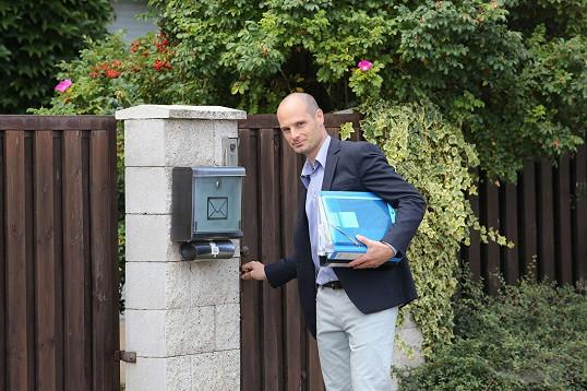 Bratr Artura, právník Jiří Štaidl, převzal klíče od Ivetina domu.