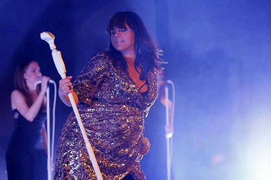 Ewa Farna letos koncertovala i těhotná.