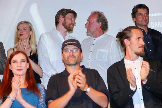 David Švehlík a Jaroslav Dušek si zahráli ve filmu Úsměvy smutných mužů. Premiéru si nenechal ujít Bernatský s manželkou.
