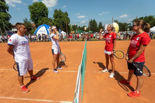 Sobotníexhibiční zápas hrála ambasadorka Olympijského festivalu Brno Lucie Šafářová spartnerem Tomášem Plekancem.