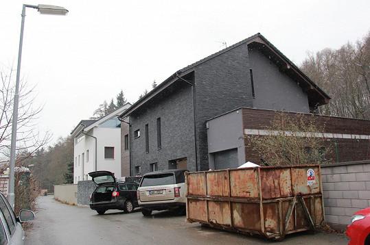 Do Tuchoměřic se zpěvačka nastěhovala v lednu.
