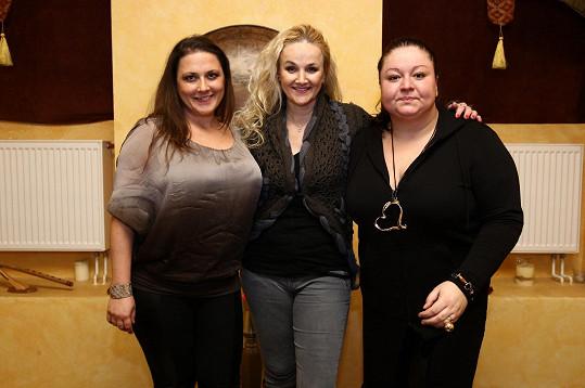 S Lindou Finkovou a Vlaďkou Skalovou má projekt Trojhlavá saň.