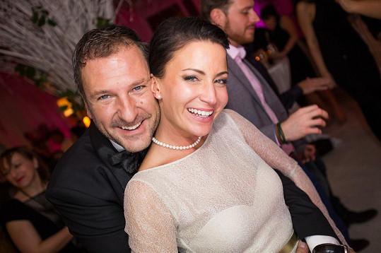 Šťastní novomanželé Gabriela Farnbauerová Partyšová a Daniel Farnbauer