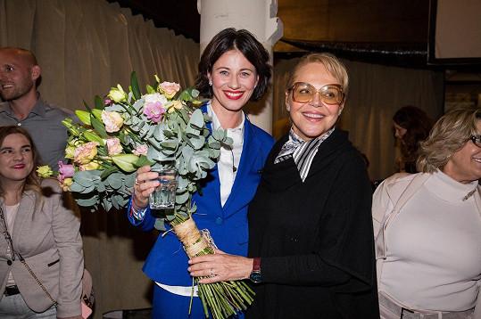 Slavnostní událost si nenechala ujít dokonce ani Dagmar Havlová, která své přítelkyně osobně pogratulovala.