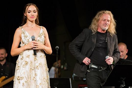 Kamile popřál kolega a zároveň její producent Pepa Vojtek.