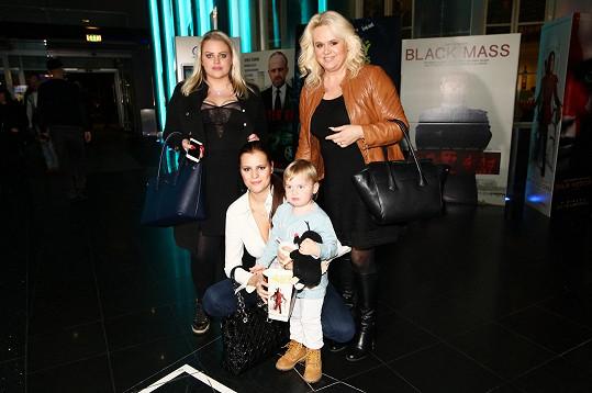 Monika s Ornellou, vnukem Quentinem a mladší dcerou Charlotte.