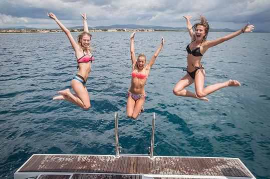 Bylo zbytečné se líčit, když byly vítězky České Miss skoro stále ve vodě.