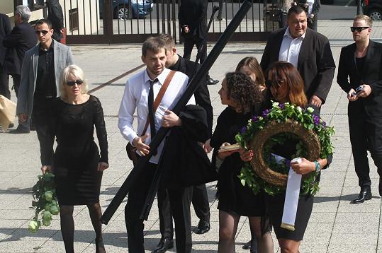 Veronika Žilková, Cyril Navrátil a Agáta nesoucí věnec.