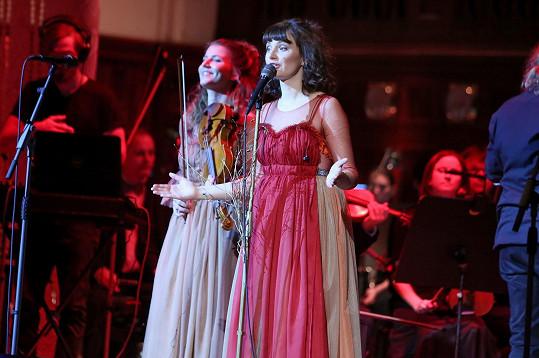 Zakladatelkou dívčí folklórní skupiny Vesna je zpěvačka Patricie Fuxová.