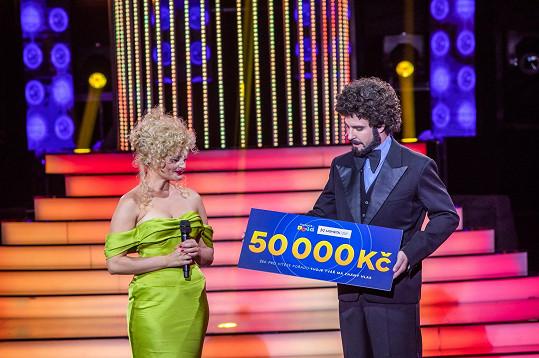 Již podruhé mohla předat šek na 50 tisíc korun.