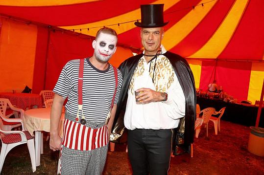 Jakub Prachař ztvárnil děsivého klauna, Jaro Slávik kouzelníka.