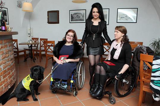 Výtěžek byl použit na nákup odlehčených vozíků pro handicapované dámy Marii Nahodilovou a Barboru Štěpánkovou.