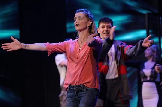 Ivana běžela po děkovačce na další představení.
