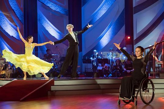Poslední kolo patřilo charitě, tančilo se pro Paraple.