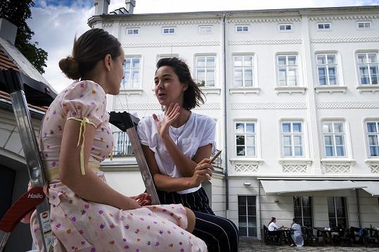 Tereza Ramba jako mladinká Meda. Na snímku s Vandou Chaloupkovou
