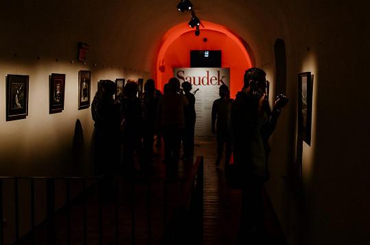 Organizátoři reagovali na vládní restrikce a trvání výstavy se rozhodli prodloužit do konce listopadu.
