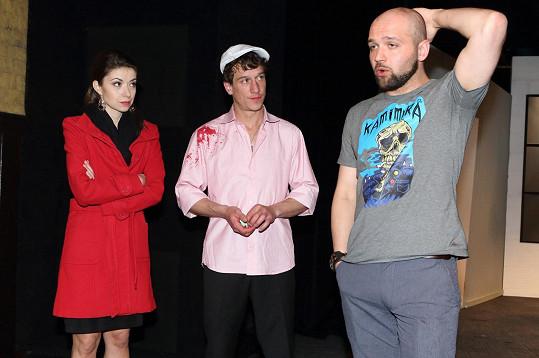 Zuzana Maxa, Martin Kraus a šokovaný režisér řeší, jak k nehodě došlo.