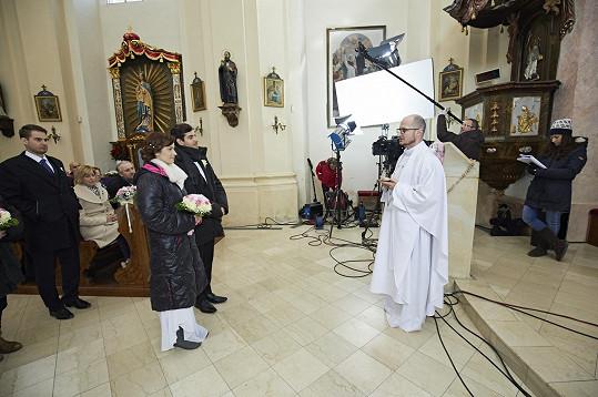 Zákulisí únorového natáčení v říčanském kostele
