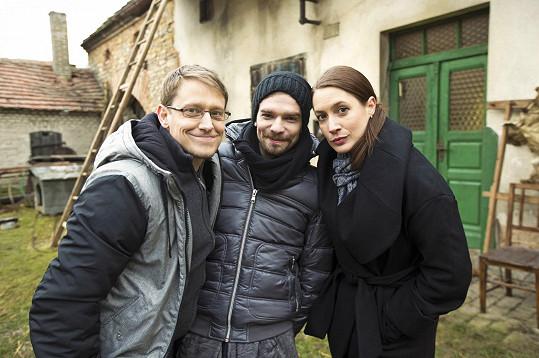 Hlavní představitelé seriálu Lenka Zahradnická, Štěpán Benoni a Petr Buchta, kteří hrají sourozence.