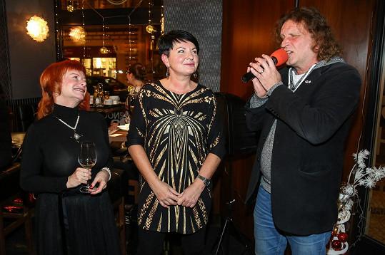Také Bářin manžel navštěvuje salón kosmetičky Vlasty Libotovské, která křtila novou knihu.