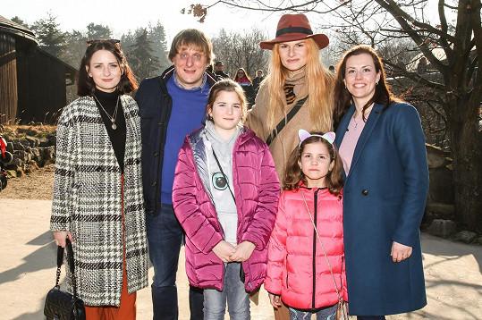 Akce se zúčastnil i Ivin kolega Lukáš Pavlásek s přítelkyní Denisou Cingelovou.