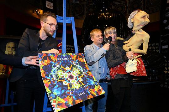 Dražba originálního výtisku kalendáře s podpisy všech protagonistů vynesla letos Nadaci Archa Chantal 758 tisíc korun.