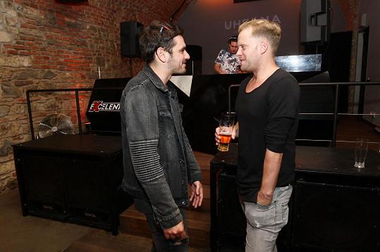 Vojta Kotek a Jakub Prachař si premiéru filmu, ve kterém hrají s Matějovým bratrem Kryštofem, ujít nenechali.