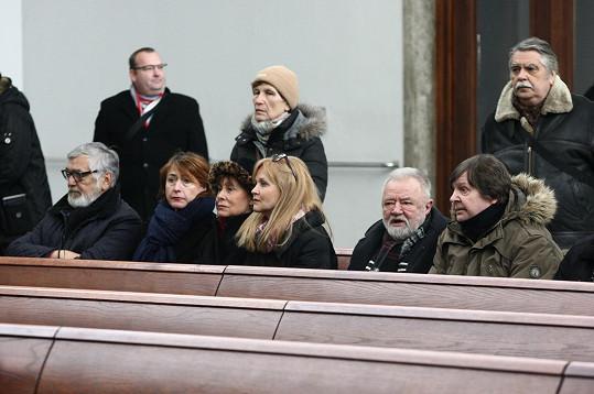 Z hereckých řad se přišli rozloučit Jiří Bartoška, Marie Málková, Simona Vrbická nebo Zdeněk Dušek.