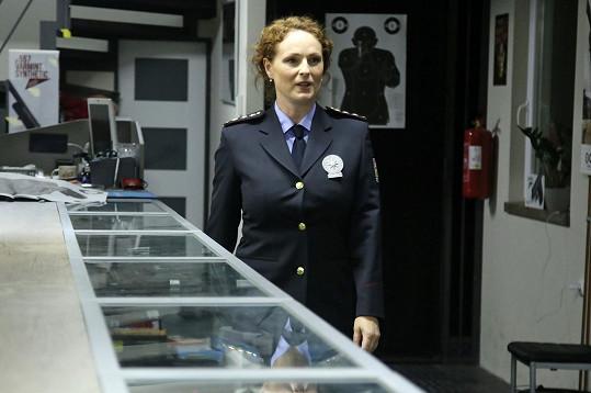 V uniformě se jí hrálo dobře.